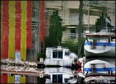 Le drapeau Catalan dans le monde des reflets (bleumarie) Tags: catalogne stationbalnéaire bleu littoral matin matinpluvieux printemps mai mai2019 2mai2019 printemps2019 littoralméditerranéen mariebousquet mididelafrance suddelafrance bleumarie côte france méditerranée mer midi nikond90 pyrénéesorientales occitanie roussillon canet canetplage canetenroussillon sud port bateau barque sangetor marina couleurscatalanes drapeaucatalan reflet