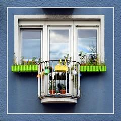 Das Beste draus gemacht... (schau_ma_da) Tags: 2604 album9 balkon balkone deutschland erker fenserln fenster flickr kölle köln nikond5300 quadrat südstadt schaumada serverinsviertel strasenfestbonnerstrase tamron70300 dzsmdkölle dzsmd50000
