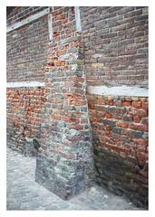 Buttressed wall (leo.roos) Tags: steen muur archit sonye cosina a7 cv mmount darosa voigtlander3514 nokton3514 leoroos voigtlandernoktonclassicsc35mmf14vm brick architecture zeeland mortar architectuur veere buttress walcheren metselwerk steunbeer wallsupport
