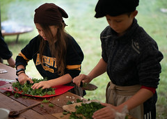 The Kings Feast (7): Chopping the kale (bohelsted) Tags: grantoftegaard grantoftegård ballerup country farm food leicadg nocticron kale school gm5 425mm