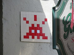 Space Invader LY_25 (tofz4u) Tags: reactivated restauré spacerescueintl reactivationteam lyon 69 rhöne france streetart artderue invader spaceinvader spaceinvaders mosaïque mosaic tile ly25 red rouge blanc white closeup