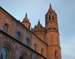 And another church (roomman) Tags: 2019 germany town city walk early morning old centrey worms rhein rhine rlp pfalz rheinlandpfalz house houses perspective dom