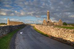 Kilmacduagh Road (hapulcu) Tags: eire clare connacht galway ierland ireland irland irlanda irlande irska irsko iwerddon kilmacduagh cetlic monastic primavera printemps ruin spring sunrise írország ιρλανδία ирландия ирска