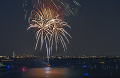 Fireworks Display Over Potomac (PZ Sunrays) Tags: fireworks nightscene potomacriver alexandria virginia washington dc ngysaex