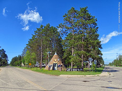 Wigwam, 15 July 2019 (photography.by.ROEVER) Tags: minnesota 2019 july july2019 vacation roadtrip 2019vacation 2019roadtrip minnesota2019roadtrip minnesota2019vacation hubbardcounty lakegeorge us71 ushighway71 highway71 statehighway200 highway200 countyroad4 corner giftstore giftshop closedshop closedgiftshop wigwam wigwamgiftshop roadside afternoon usa