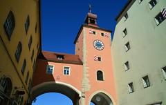 Regensburg - Brückturm (cnmark) Tags: germany deutschland bavaria bayern regensburg brückturm tower clock uhr pink rosa building gebäude architecture architektur blue sky blauer himmel medieval mittelalterlich ©allrightsreserved