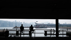 吹水強 與 大隻廣 (Wilson Au | 一期一会) Tags: hongkong silhouette backlight men kwuntong fujifilm xt3 manualfocus 7artisans25mmf18 classicchrome 169 香港