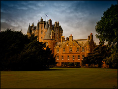 All the wealth of the world lies in the weather (Lato-Pictures) Tags: draussen outside extérieur fuori schottland scotland glamis burg castle castro château rocca castelo fort grod замок 城堡 城 royal licht bright clair luce luz ljus светлые schatten shadow ombre ombra sombra wolken clouds nubes nuages tag day jour giorno día dag park trees