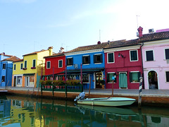P1960524 (alainazer) Tags: burano venezia venise italia italie italy eau acqua water ciel cielo sky colori colors couleurs bâtiment building bateau boat house maison casa
