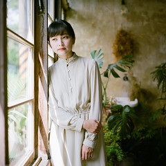 (有喵的生活) Tags: rolleiflex 28f carl zeiss fujifilm pro400h tlr 120 6x6 square 負片 taichung taiwan 台灣 portrait bokeh light 小荳