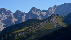 Garmisch-Partenkirchen - Stuibenwand (cnmark) Tags: deutschland germany bayern bavaria garmischpartenkirchen stuibenwand stuibenhütte wetterstein bäume felsen rocks mountains berge landscape landschaft alps alpen blue sky blauer himmel ©allrightsreserved