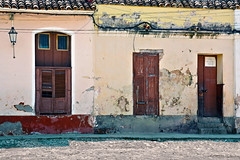 Casilla La Cubana (emerge13) Tags: architecture colonialarchitecture cuba decay doors minimal textures trinidadsanctispirituscuba architecturaldetails beautyofdecay blue minimalarchitecturaldetails minimalism puertas texture