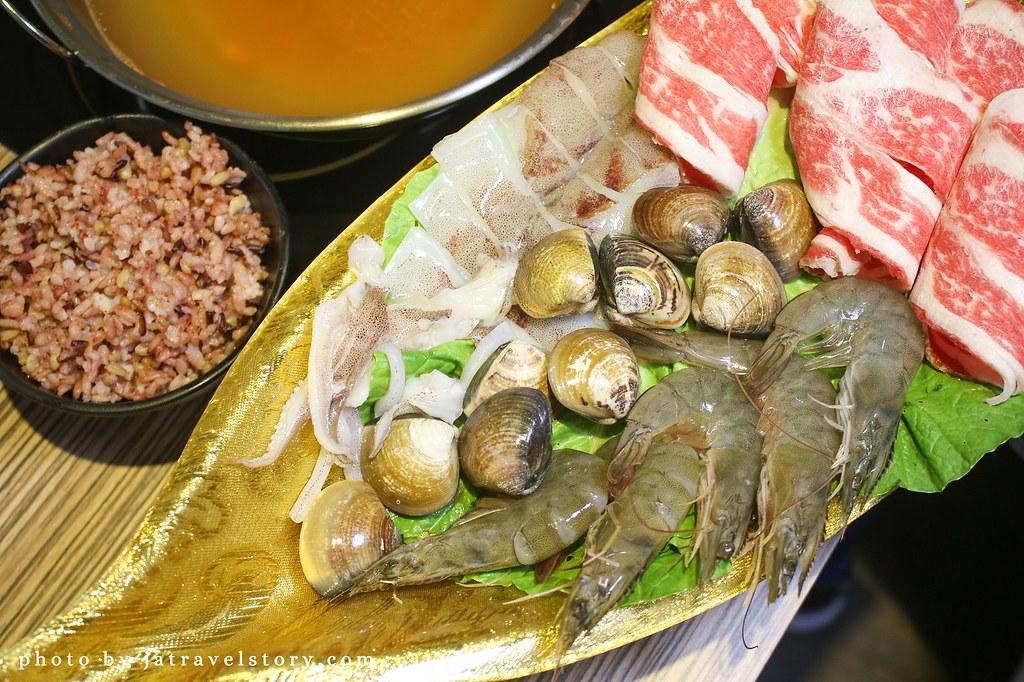 竹棧涮涮鍋 打卡送肉,肉質佳,麻辣鍋香而不嗆辣【基隆美食】 @J&A的旅行