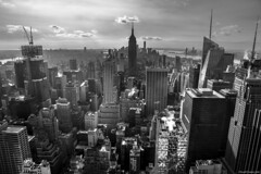 Gotham (ricardocarmonafdez) Tags: newyork manhattan nyc cityscape ciudad city rascacielos skyscraper contraluz backlighting nubes clouds cielo sky monocromo monochrome bn bw blackandwhite nikon d850