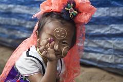 Hidden Eye (glucamorettini) Tags: long neck tribe bimba colori viaggio thailandia occhio eye canon