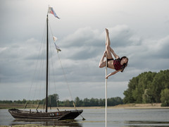 (dimitryroulland) Tags: nikon d750 tamron cloud sky dance dancer poledance poledancer flexible flexibility pointe boat river loire natural light nature performer art artist