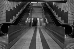 U-Messehallen-230919-8219 (sternfreund2017) Tags: hamburg ubahn blackandwhite
