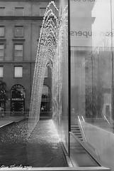 La leggerezza dell'acqua (Gian Floridia) Tags: apple milano piazzettaliberty acqua analogica archi architettura arte bn bw bienne cristallo design dinamismo drips fontana geometria glass gocce kodaktmax400 leggerezza leicam4p riflessi store