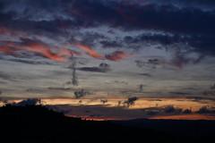 DSC_5846 (griecocathy) Tags: paysage ciel nuage montagne noir rose jaune crème oranger bleu gris saumoné