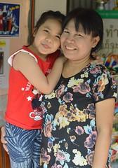 with her beloved grandma (the foreign photographer - ฝรั่งถ่) Tags: girl child grandma khlong thanon portraits bangkhen bangkok thailand nikon d3200