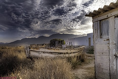What was in the day and is no longer ...., Lo que era en su día y ya no es.... (Joerg Kaftan) Tags: salinas abandoned old boat housing sun landscape pasttimes canon eos7dmarkii almeria spain beach holidays abandonado viejo barca viviendas sol paisaje tiempospasados españa playa vacaciones saltworks clouds sky nubes cielo