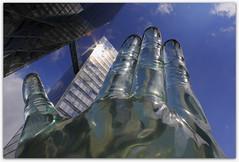 """Körper und Seele"", Duk-Kyu Ryang (EOS1DsIII) Tags: eos1dsiii deutschland germany münster skulptur architecture art kunst sculpture hand acryl körperundseele finger sky blue himmel"