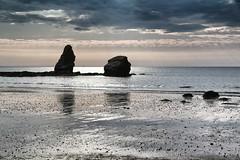 Pénestin (erichudson78) Tags: france bretagne pénestin borddemer mer sea seascape seaside rochers rocks reflection reflets canonef24105mmf4lisusm canoneos6d horizon bateau ship contrejour backlight