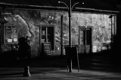 A La Espera (natan_salinas) Tags: streetphotography fotografíaurbana fotografíacallejera bw blackwhite blanconegro bn blancoynegro blackandwhite monocromático woman monochrome nikon gente miradas look mujer mirada portrait retrato girl muchacha d5100 female femenine femme street calle urbe urban urbano 50mm joven young cara face rostro streetportrait retratocallejero retratourbano people noiretblanc valparaíso valpo city ciudad luz light shadow sombras chile