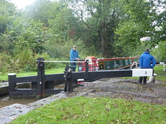 Gate operation at  Lock No2, Marple Locks.   (Peak Forest Canal)   September 2019 (dave_attrill) Tags: lockgates gates barge operators opening marple peakforest canal towpath peakdistrict nationalpark cheshire cheshirering oldknow september 2019 thomastelford