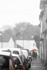 Rouge pluvieux... (Tonton Gilles) Tags: alençon normandie scène de rue noir et blanc partiel rouge parapluie phares personnages silhouettes