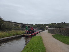 Barge crossing Marple Aqueduct   (Peak Forest Canal)   September 2019 (dave_attrill) Tags: barge aqueduct bridge viaduct marple peakforest canal towpath peakdistrict nationalpark cheshire cheshirering oldknow september 2019 thomastelford