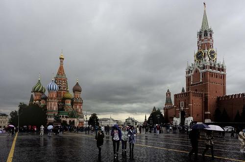 Llueve en la Plaza Roja