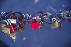 Rom (AWe63) Tags: rom italien andreasweyermann cawe63 pentax pentaxk1mkii rot kette schloss chain lock