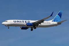 N39297 UNITED 737-824SW at KCLE (GeorgeM757) Tags: n39297 united unitednewcolors 737824sw boeing 737 kcle georgem757 aircraft aviation airplane airport landing canon70d 24r clevelandhopkins