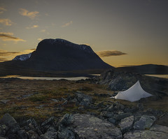 DSC06038-Jierttajavri_dawnColdSunrise_YamaTarp (RobNDub) Tags: arctic sweden kungsleden padjelantaleden sarek 2019 hiking free wild camping ultralight landscape photography aurora borealis summit skierffe stf hut yama mountain designs tarp