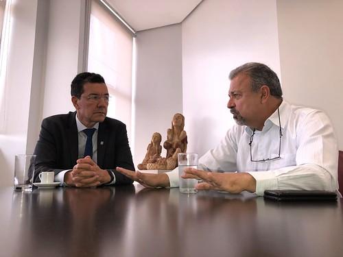 Estive hoje com o reitor da Universidade Federal de Goiás, Edward Madureira.