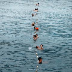 linea galleggiante (pamo67) Tags: pamo67 floatingline mare sea estate summer people gente bagno bathe allineati sorted square acqua water pasqualemozzillo
