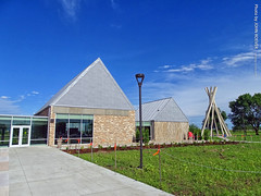 South Dakota Welcome Center, 13 July 2019 (photography.by.ROEVER) Tags: minnesota 2019 july july2019 vacation roadtrip 2019vacation 2019roadtrip minnesota2019roadtrip minnesota2019vacation southdakota dakota unioncounty restarea vermillionrestarea welcomecenter teepee concreteteepee southdakotaconcreteteepee bluesky blueskies i29 interstate29 sd50 statehighway50 waysidestop informationcenter usa