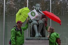 Klimaatmars (Pieter Musterd) Tags: groenlinks paraplu umbrella klimaatmars 27september2019 pietermusterd musterd canon pmusterdziggonl nederland holland nl canon5dmarkii canon5d denhaag 'sgravenhage thehague lahaye politiekepartij