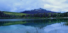 Patricia Lake, Jasper National Park, Alberta - ICE(5)3100-03e (photos by Bob V) Tags: mountains rockies canadianrockies mountainpanorama mountainlake reflection reflectiononwater jasper jasperpark jaspernationalpark lake panorama jasperalberta clouds mountainsincloud patricialake