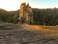 A very famous Castle Germany: Burg Eltz (hardy-gjK) Tags: castle burg deutschland germany