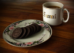 Coffee & Cookies (felix200SX) Tags: coffee cup plate decorated cookies oreo table wood white gold canon 70d drink food biscuit