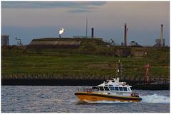 Libra (LeonardoDaQuirm) Tags: ship vessel schiff schip ijmuiden pilot forteiland flaring