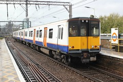 London Overground . 315807 . Bethnal Green Station . East London . Friday afternoon 27th-September-2019 . (AndrewHA's) Tags: railway train bethnalgreen station eastlondon london overground class 315 315807 electric multiple unit emu 2u46 liverpool street enfield town stopping passenger service commuter