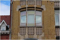 BRUXELLES - Art nouveau  / Arch. Franz TILLEY (1872-1929) (Julio Herrera Ibanez) Tags: belgique bruxelles artnouveau ixelles 1050bruxelles archfranztilley balcon façade fenêtres détails boîteauxlettres ferronnerie mosaiques