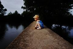 the bridge (Bushcraft.Eure) Tags: portrait eure oss sony sonye alpha du portraiture face beauty retratos portraits young children nex3n sonynex3n e pz 1650mm f3556 epz epz1650mmf3556oss selp1650 sonynex bridge water river outdoorphotography outdoor