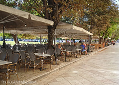 LISTON STREET (PHOTOGRAPHY|bydamanti) Tags: corfu ionianislands people tables listonstreet cafe greece