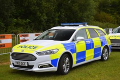 YX19 DCE (S11 AUN) Tags: humberside police ford mondeo estate dog section policedogs support unit response van 999 emergency vehicle yx19dce