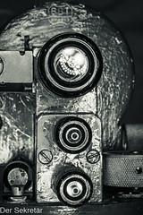 Drei Okulare --- Three eyepieces (der Sekretär) Tags: anstrich detail einblick einstellknopf einstellrad farbe lack lackierung maschinenschraube messgerät messing messinstrument okular optik reflexion schraube spiegelung theodolit winkelmesser abblättern abgeblättert adjustingknob adjustmentknob adjustmentwheel alt anglemeter anglemetre bolt brass closeup control controlknob eyeglass eyepiece gauge gespiegelt goniometer lacquer measuringinstrument mirrored obsolet obsolete ocular old optic optical optisch outofdate outdated painting peeloff peeledoff protractor reflected reflection screw surveyinginstrument theodolite veraltet