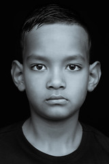 DSCF1748-6 (YouOnFoto) Tags: black white zwart wit portrait portret closeup dichtbij daglicht nattural light boy jongen eyes ogen intens fujifilm xt20